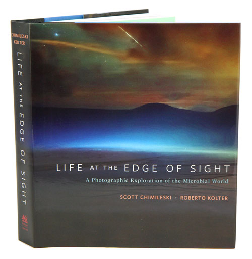 Life at the edge of sight: a photographic exploration of the microbial world. Scott Chimileski, Roberto Kolter.