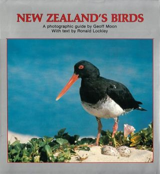 New Zealand's birds: a photographic guide by Geoff Moon